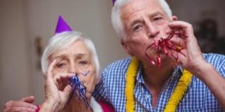 3 Idei pentru un Revelion minunat si-n caminele de batrani