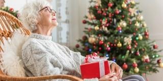 Cadouri pentru bunicii din caminele de batrani: 5 Idei economice, practice si la-ndemana