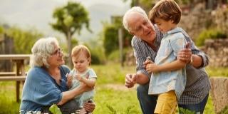 """""""Manual"""" pentru bunici perfecti si nepoti fericiti: De 5 ori ASA DA!!!"""
