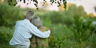 Iubirea si Cupidon nu tin cont de varsta – Cand dragostea se infiripeaza la 65+