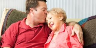 Ingrijirea unui varstnic la domiciliu poate fi grea, chiar imposibila. Iata motivele!