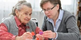 Ingrijirea bunicilor si parintilor varstnici poate trezi sentimente de vina – 2 Mituri comune pe marginea subiectului