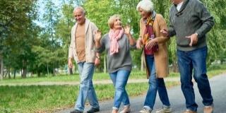 """4 Beneficii ale mersului pe jos si secretul celor """"enspe"""" mii de pasi"""
