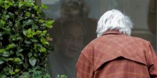 Batranetea in carantina: Cum se poate proteja sanatatea mentala a seniorilor?