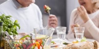 Vitamine si minerale pentru a treia varsta: Care sunt cele mai bune si de ce?